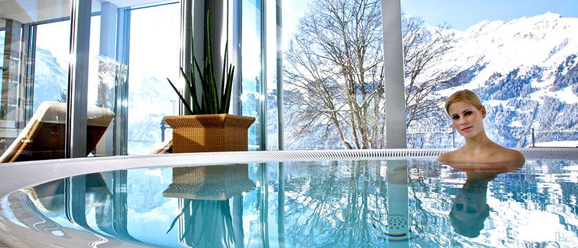 switzerland_wengen_hotel_siberhorn_indoor_outdoor_spa.jpg